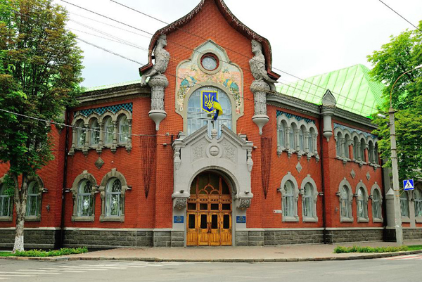 Здание крестьянского банка (начало 20-го века, украинский модерн), сейчас там СБУ. Фото: интернет