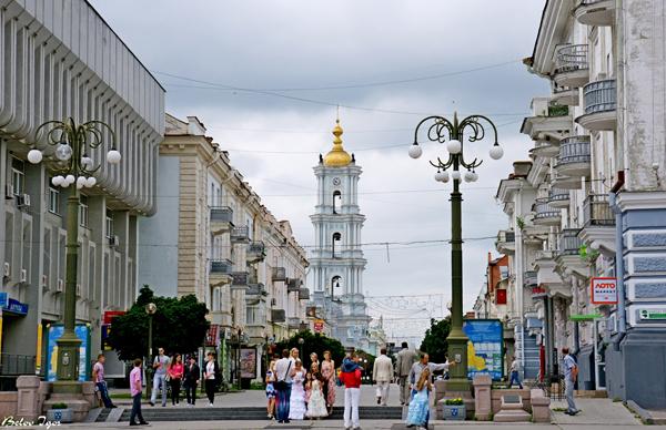 Одна из центральных улиц и Спасо-Преображенский собор. Фото: mapio.net