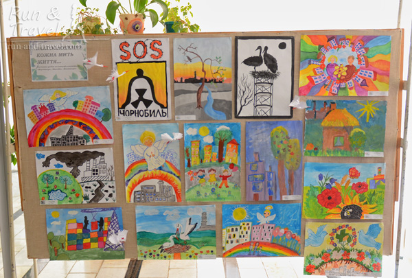 В холле ДК – тематическая выставка детских рисунков