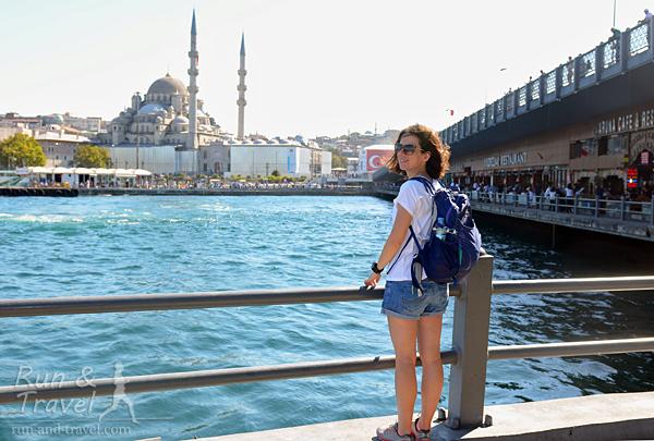 Золотой Рог, Новая мечеть, Галатский мост, бегающие между Европой и Азией паромы – все на месте