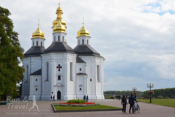 Екатерининская церковь (начало 18 века), которую видно при въезде в город
