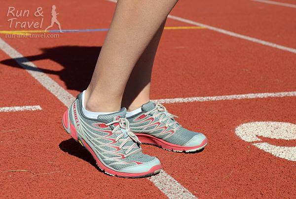 Кроссовки гибкие в передней части, но не настолько как true barefoot модели