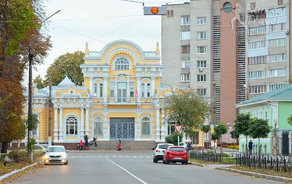 Дом Щербины, сейчас там ЗАГС, точнее Дворец бракосочетаний