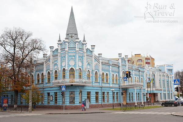 Бывшая гостиница «Славянская», ныне «Укрсоцбанк»