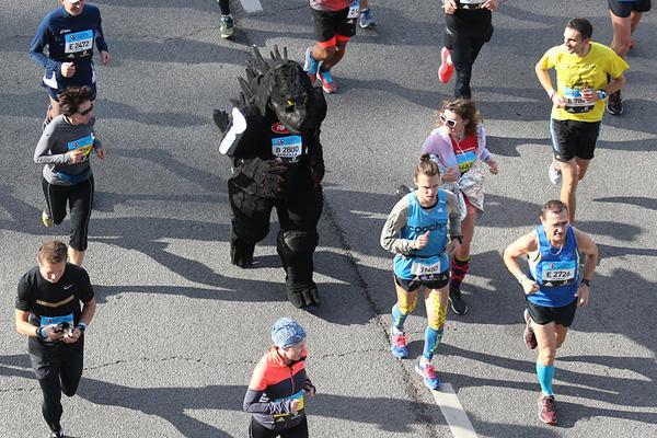 Годзилла на Московском марафоне. Фото: trilife.ru