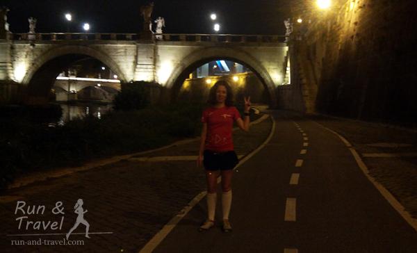 За мной мост Святого Ангела, построен в 136 году