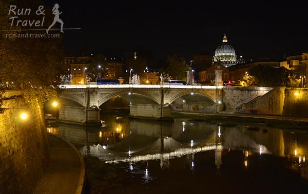 В Риме все в порядке с освещением, в том числе и на «нижних» набережных. Видно Собор Святого Петра в Ватикане