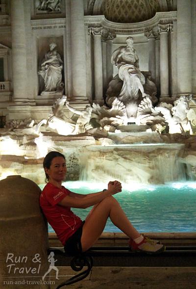 У фонтана Треви